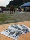 Pochod srdcem Vysočiny navazuje na někdejší Chiranskou padesátku, jež se poprvé konala v roce 1968 (položené fotky na snímku). Letos došlo k obnovení tradice - bylo při tom kolem tisícovky výletníků, kteří vyrazili na trasy o délce od pěti do padesáti kil