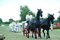 """Tým """"zámeckých"""" hasičů se svou koněspřežnou stříkačkou zazářil v Polsku."""