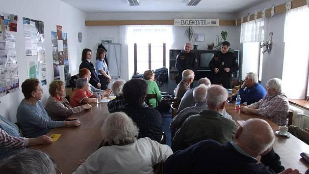 Na setkání s policisty oddělení služební přípravy naváží čtyři další.