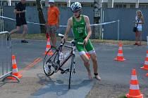 Vítězný Jan Klement se na Žďárském triatlonu s konkurencí nemazlil. Druhého Vladimíra Pospíchala porazil o téměř sedm minut.