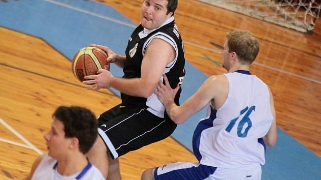 Žďárští košíkáři se díky domácím výhrám udrželi ve hře o nadstavbovou část II. ligy. Své soupeře dokázali díky dobře fungující obraně udržet na hranici padesáti bodů.
