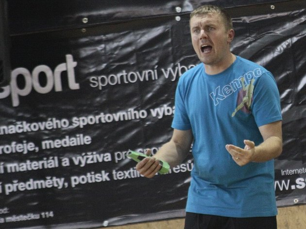 Ambiciozní trenér Nového Veselí Pavel Hladík chce navázat na nadmíru vydařený podzim.