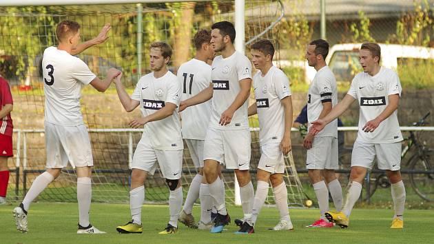 Hodně zkoušet nyní musí divizní fotbalisté Žďáru nad Sázavou ve svých defenzivních řadách.