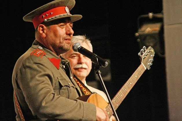 Oslavy výročí venkovské kapely se zúčastnili také herci z Četnických humoresek.