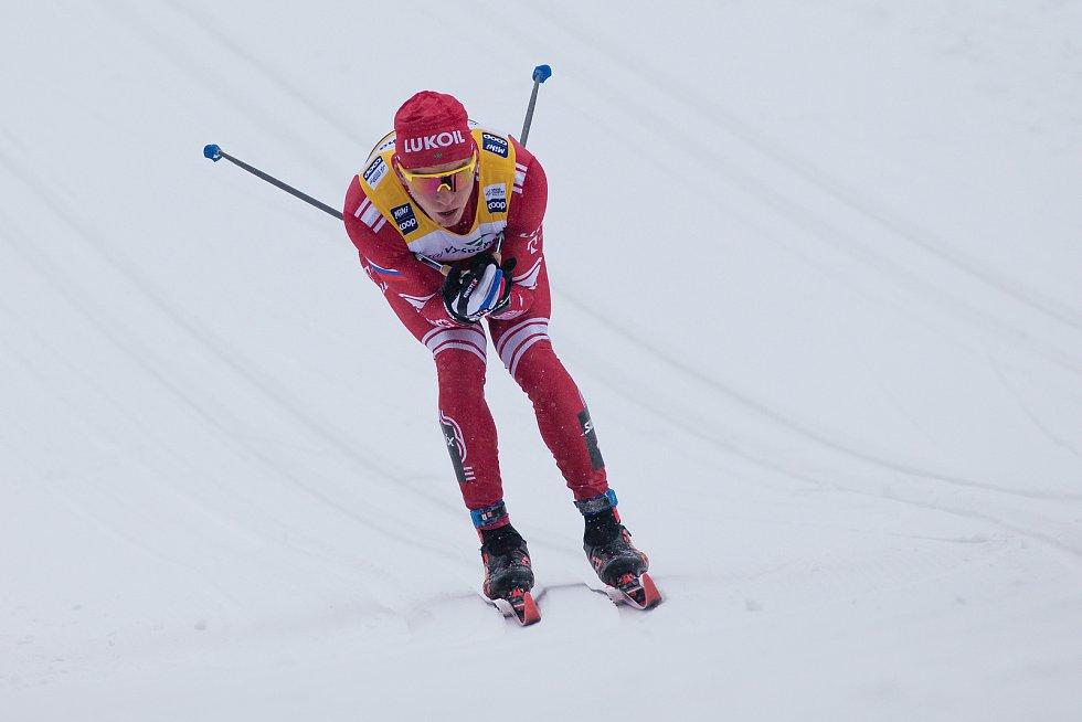 Ohlédnutí za Zlatou lyží 2020. Alexandr Bolšunov z Ruska ve stíhacím závodu mužů na 15 km klasicky v rámci Světového poháru v běhu na lyžích.