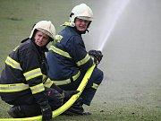 Dobrovolní hasiči čas od času prověřují svou připravenost a své stroje prostřednictvím námětových cvičení. Letos přijeli dobrovolní hasiči ze Studnic a Rokytna do Kuklíku, tam se k nim připojili i členové místní jednotky.
