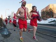 Žďárští potkávali polonahé valentýnské běžce.