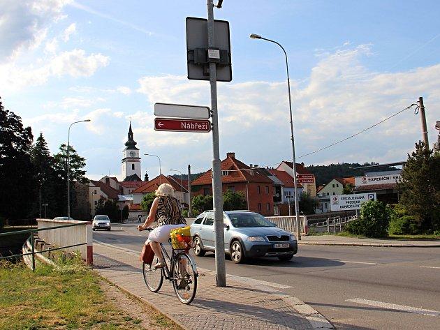 Most na páteřní krajské komunikaci II/602 protínající Velké Meziříčí projde rekonstrukcí.