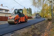 Finálních úprav se ve Vojnově Městci dočkala rekonstruovaná silnice směrem na Hlinsko. Řidiči po ní budou moci jezdit od středy 2. listopadu.