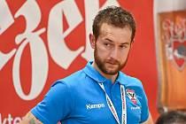 Hodně rozezlený byl po středeční porážce na palubovce pražské Dukly trenér Nového Veselí Peter Kostka. Dva body jeho hráči soupeři doslova darovali.
