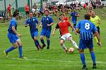 Fotbalisté Moravce (v modrém) budou od příštího ročníku asi opět působit jen v okresní soutěži.