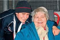 POHROMADĚ. Rychlobruslařka Martina Sáblíková se svou babičkou, která ji v Berlíně viděla závodit prvně v životě.