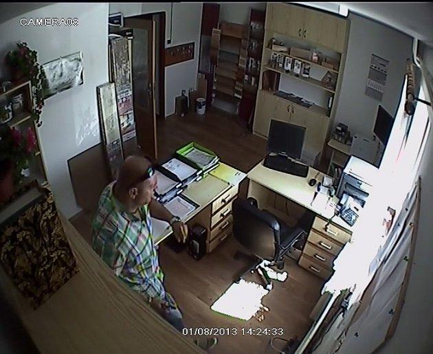 Ve čtvrtek 1. srpna přijali policisté oznámení o krádeži finanční hotovosti z kanceláře firmy v katastru obce Kuklík.