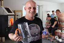 Do Škrdlovic se vrátilo sklářství. Nová malá huť byla v neděli 5. července otevřena v areálu hotelu U Hrocha.