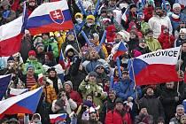 Fanoušky, kterých se už ve Vysočina areně vystřídalo 71 tisíc, ještě čeká pět závodních dní.