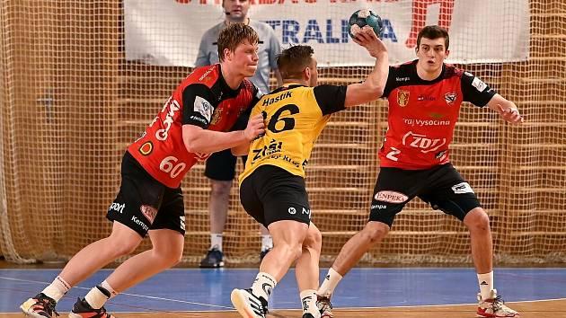 V nedělní předehrávce závěrečného kola play-out se podařilo házenkářům Nového Veselí (v červených dresech) zvítězit na palubovce KP Brno 27:25.