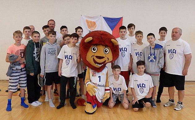 Starší minižáci Basketbalového klubu Vlci Žďár nad Sázavou skončili na Národním finále pro dvanáct nejlepších týmů vzemi jedenáctí.  Foto: VLM/Jiří Bubák