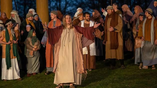 Na 180 amatérských herců opět sehrálo starý biblický příběh.