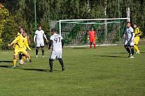 Jednoznačným šlágrem víkendového programu I. B třídy – skupiny B bude derby mezi fotbalisty domácího Bohdalova (ve žlutém) a nováčkem z Počítek (v bílém).