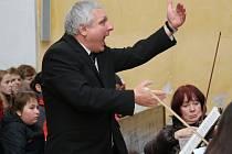 Za řízení dirigenta Jana Lána a za doprovodu žďárského komorního orchestru smíšený sbor kromě jiných skladeb uvedl rozsáhlejší Missu Pastoralis od Jiřího Ignáce Linka.