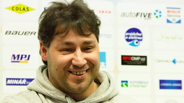 """""""Nezbývá, než věřit, že se zvedneme,"""" přemítal nad výkony české reprezentace Martin Sobotka."""