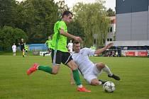 Fotbalisty Vrchoviny (v zelených dresech) v sobotu prověří rovněž třetiligové Živanice.