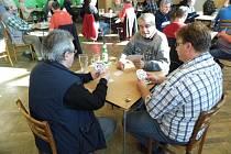 První turnaj se hrál v sokolovně v Křoví. Ke stolům zasedlo sedmdesát pět hráčů.