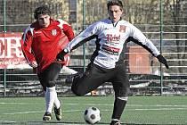 Týden před začátkem krajského přeboru změřili havlíčkobrodští fotbalisté (vpravo Radek Háněl) síly s Chotěboří.  Zápas skončil nerozhodně 2:2.