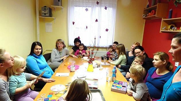 Centrum pro rodiče s dětmi začínalo v Bystřici nad Pernštejnem v čekárně pedikúry. Nyní do něj dochází více než dvě stě klientů měsíčně.