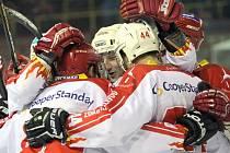 Pěti brankami v závěrečném dějství rozebrali žďárští hokejisté svého krajského rivala z Moravských Budějovic. Derby mělo říz, bojovnému duelu nechyběly góly, vypjaté situace ani nefalšovaná bitka.