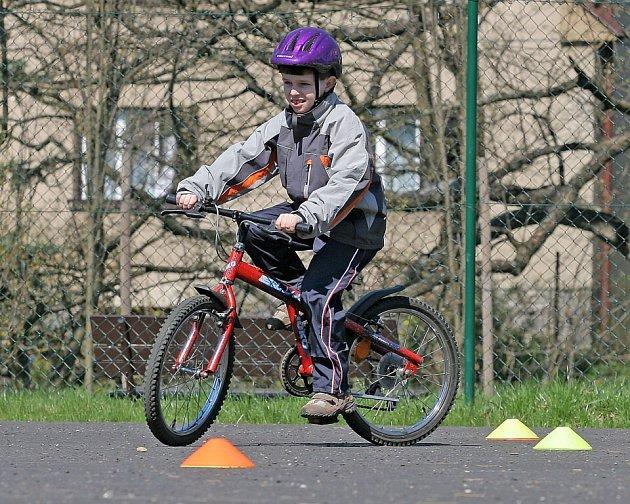 Na dětském hřišti u Klečkovského rybníka si děti mohly vyzkoušet jízdu na kole.