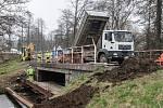 Oprava mostu zavřela silnici ze Žďáru do Havlíčkova Brodu.