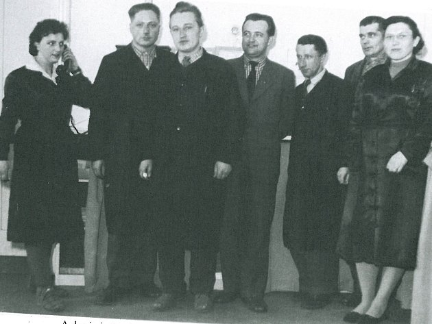 Administrativní pracovníci KRASu v roce 1960.