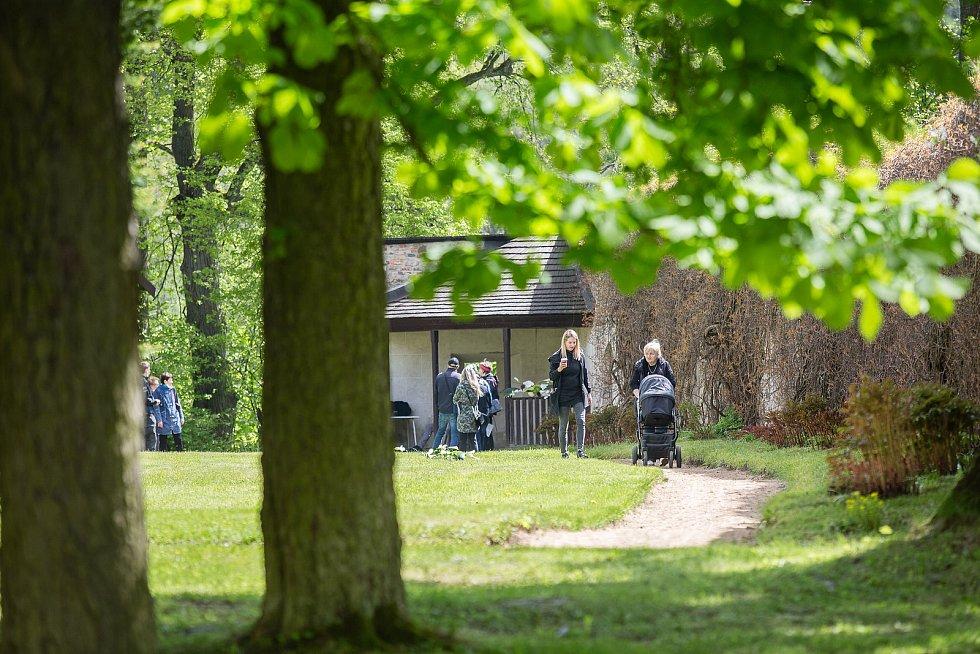 Soukromé zahrady rodiny Kinských na zámku Žďár nad Sázavou se 29. května 2021 otevřely pro veřejnost při akci Kouzelné zahrady.