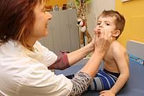 Počet lidí nemocných chřipkou je v okrese stále vysoký.
