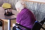 Penzisté nyní se svými blízkými komunikují výhradně prostřednictvím  internetu.