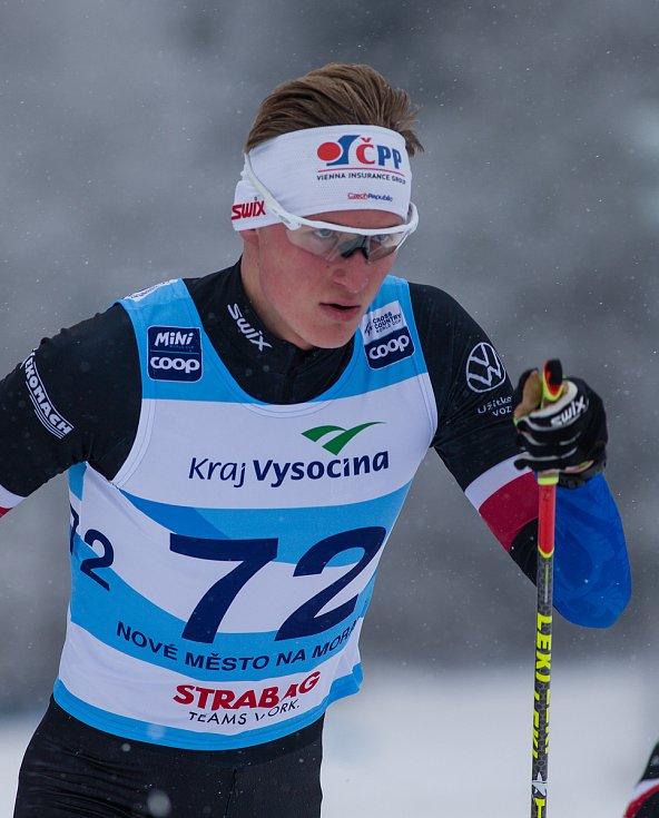 Ohlédnutí za Zlatou lyží 2020. Tomáš Lukeš ve stíhacím závodu mužů na 15 km klasicky v rámci Světového poháru v běhu na lyžích.