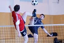 Nohejbalisté Žďáru (vpředu) v sobotu nestačili na vedoucí Sokol Holice a v tabulce dál zůstávají na pátém místě II. ligy – skupiny B.