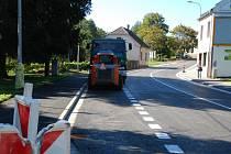 Rekonstrukce žďárských ulic Brodská a Žižkova skončila o zhruba tři týdny dříve oproti původně plánovanému termínu. Řidiči se po novém povrchu komunikace projedou poprvé dnes po poledni.