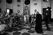 Francouzský velvyslanec Roland Galharague zavítal na Mezinárodní festival současného tance a pohybového divadla Korespondance konající se na zámku. Přijal pozvání hlavní organizátorky Marie Kinsky a společně v pondělí večer zhlédli představení Penzum.