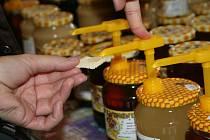 Ochutnávka medu bude nedílnou součástí říjnových slavností v Novém Městě na Moravě. K mání bude také medovník nebo palačinky s medem.