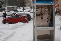 Společnosti O2 plánuje další rušení nevýdělečných telefonních automatů. Potká to i budku ve žďárské Dolní ulici?
