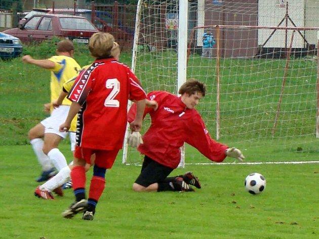 Fotbalisté Rožné prohráli svůj domácí zápas s Radešínskou Svratkou a svého soupeře tak katapultovali do čela III. třídy před doposud vedoucí Měřín B.