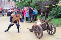 Den svatého Václava je v Novém Městě návratem do období středověku. Vratislavovo náměstí rozezní dobová hudba a zvonění koňských podkov. Zaplní jej šermíři, muzikanti, kejklíři, sokolníci i rytíři na koních.