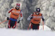 Čeští závodníci (zleva) Martin Jakš a Lukáš Bauer dostali od  trenéra Miroslava Petráska důvěru.