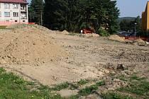 Stavba komunitního domu musela být pozastavena