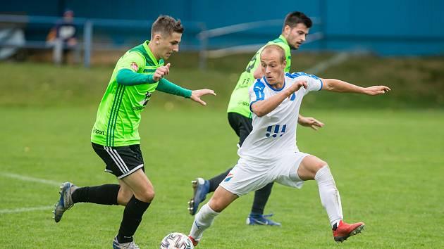 Fotbalisté Nového Města na Moravě (v zelených dresech) získali pro jaro posilu do branky. Dvacetiletý gólman Michal Lancman přichází z Jihlavy.