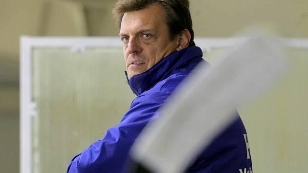 Rádi bychom si sezonu prodloužili a kvalifikaci o II. ligu si zkusili, říká meziříčský trenér Roman Vondráček.