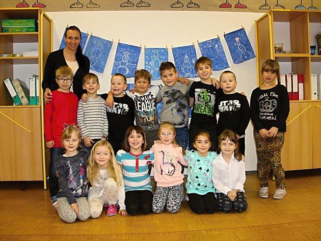 Na fotografii jsou žáci první třídy paní učitelky Ivy Pavelkové ze Základní školy vHamrech nad Sázavou.  Příště představíme prvňáčky ze ZŠ vKřídlech.