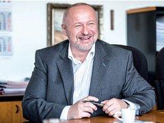 """""""Visací zámky Tokoz jsou špičkovým zbožím, naše firma se jejich vývoji a výrobě věnuje už devadesát pět let,"""" říká majitel a zároveň šéf představenstva Tokozu Vladimír Chládek."""